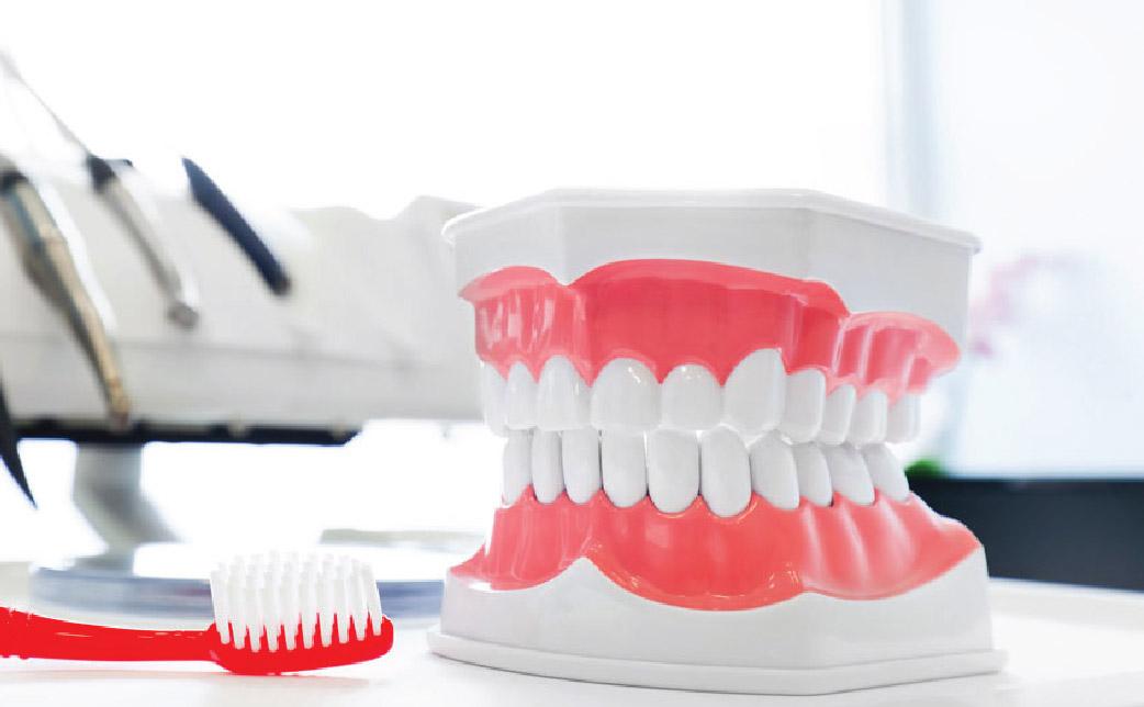 Cách vệ sinh hàm răng giả cho người mang hàm tháo lắp